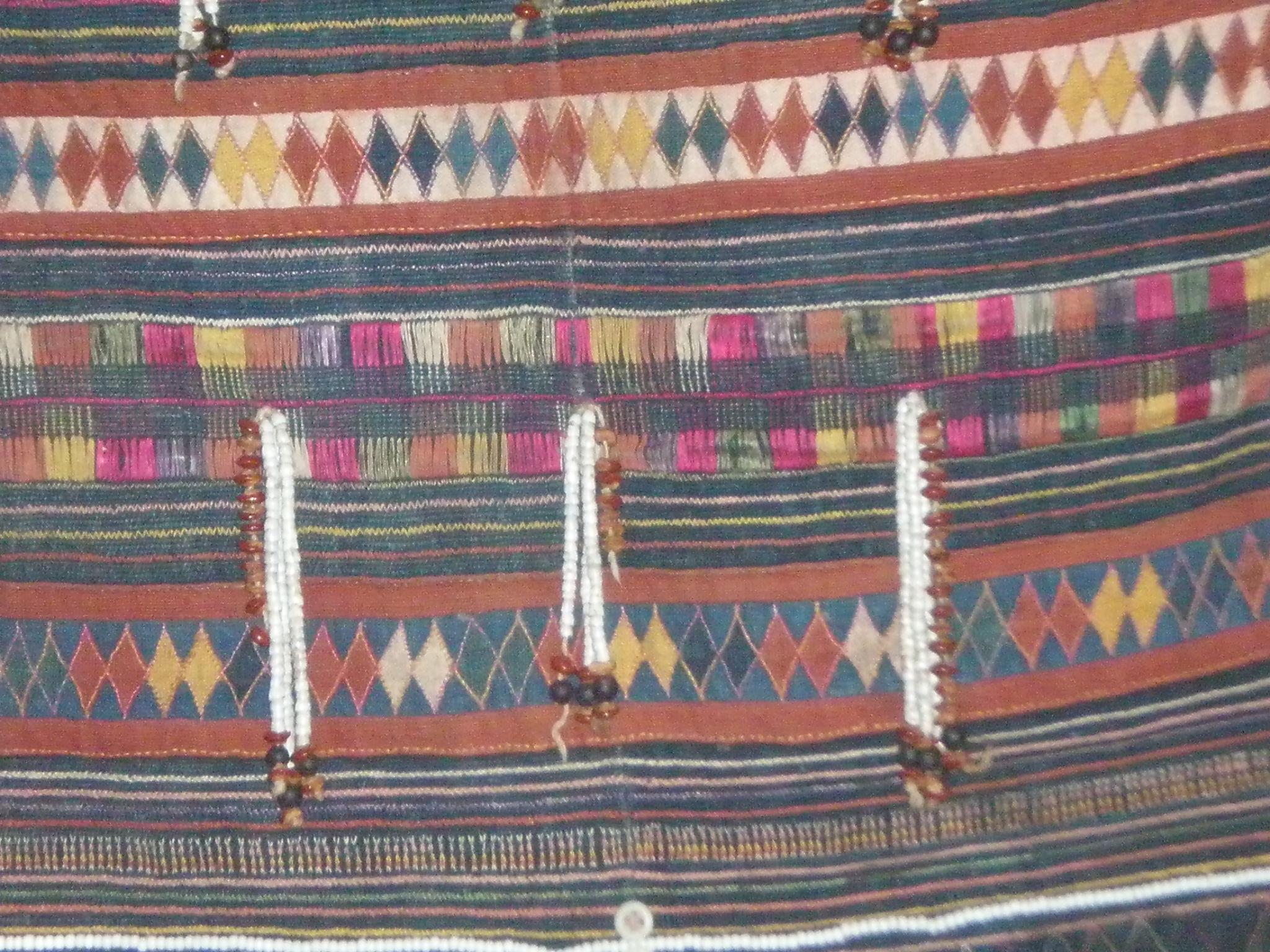 アカ族の女性衣装