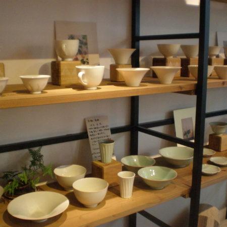 YARN & SOIL 店内陶磁器コーナー